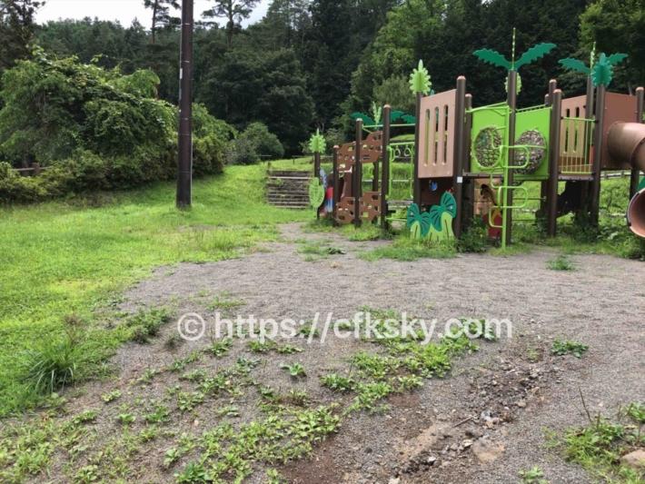 和みの里キャンプ場から歩いてすぐの遊具のある公園