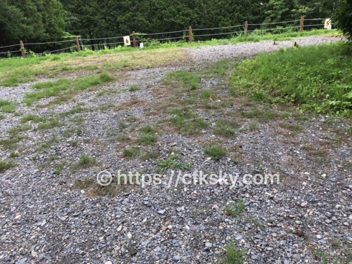 和みの里オートキャンプ場の丸太の囲いがされていない2区画サイト