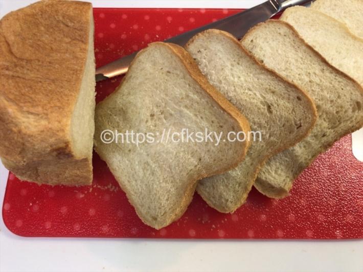 キャンプでも便利につかえる食材でおうちランチを楽しむためにホームベーカリーで焼いたパン