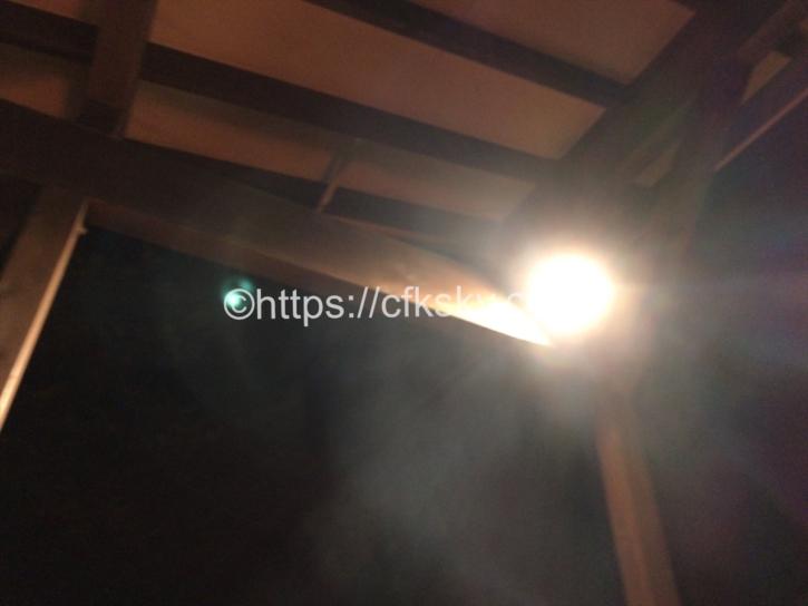 PICA Fujiyamaのテントサイトにあるウッドデッキの照明