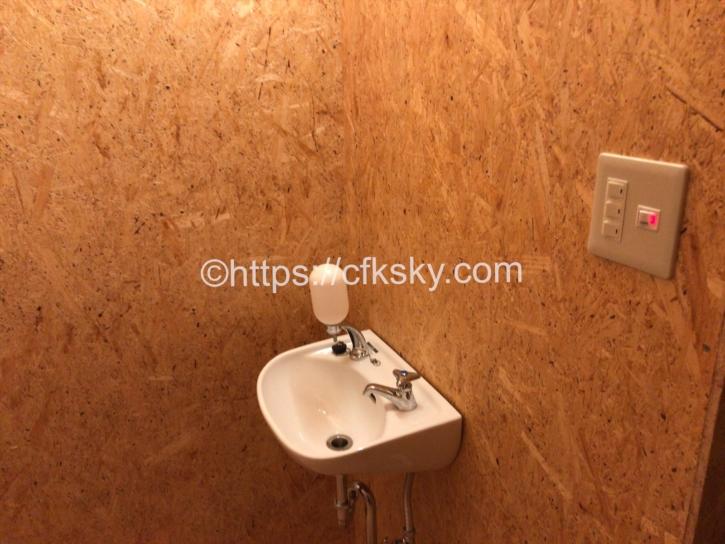 宇佐美城山公園キャンプ場のトイレ内の手洗い場
