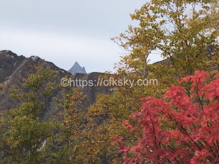 槍ヶ岳と赤く色ずく紅葉