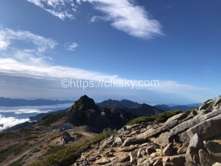キャンプを楽しむために絶景のテント場を求めての登山