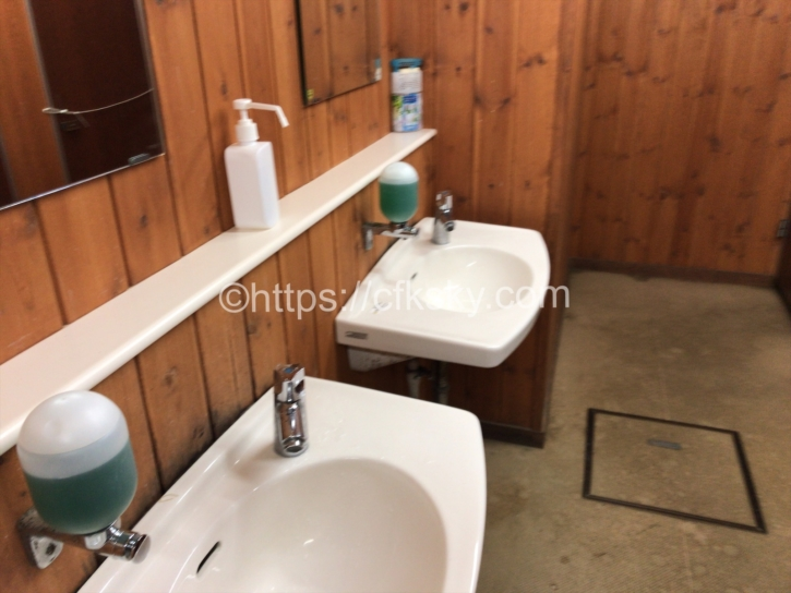頂上山荘のトイレ手洗い場