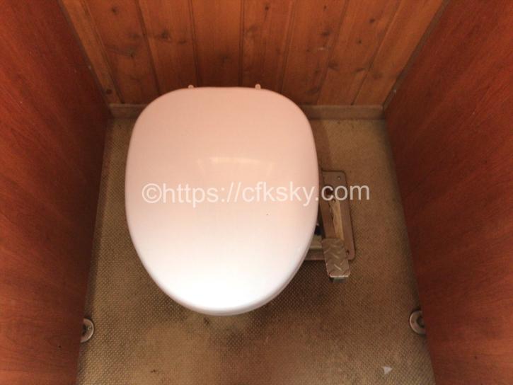 頂上山荘トイレ個室