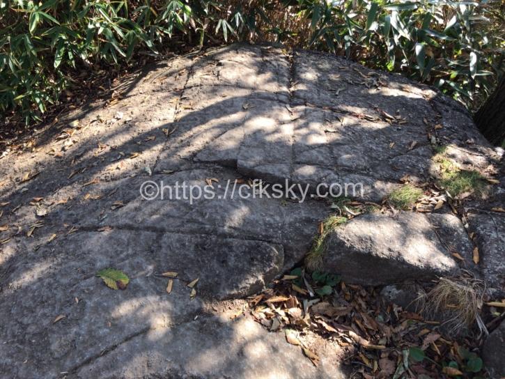 筑波山の白雲橋コースで下山でみた奇岩の数々