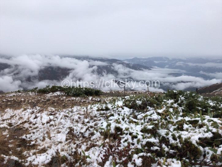 雨から雪にかわった唐松岳の登山