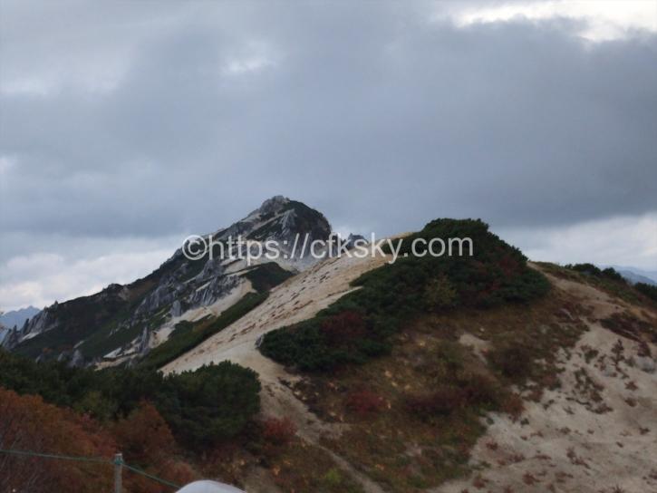 テント場からみえる燕岳