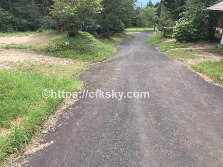 田立の滝オートキャンプ場の舗装された場内通路