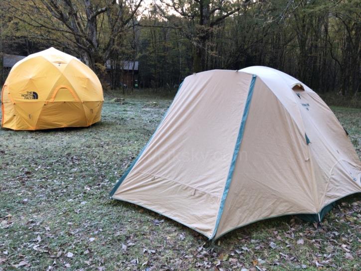 徳澤キャンプキャンプ場の常設テントも氷点下で凍っていた