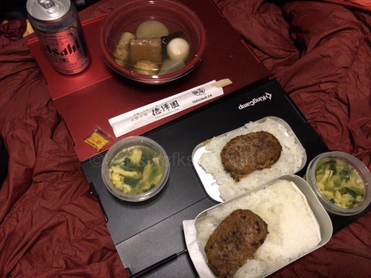 徳澤キャンプでの夕食は飛騨牛入りハンバーグと徳澤園のおでん