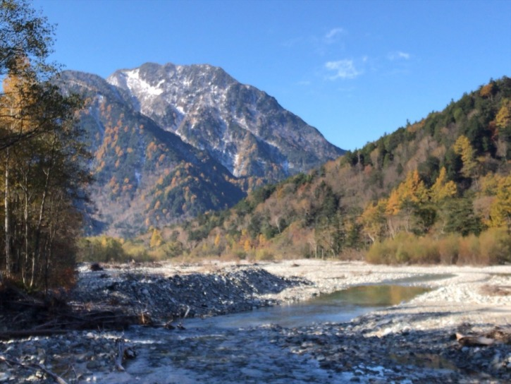 徳澤キャンプ場から明神橋に向かう途中の景色