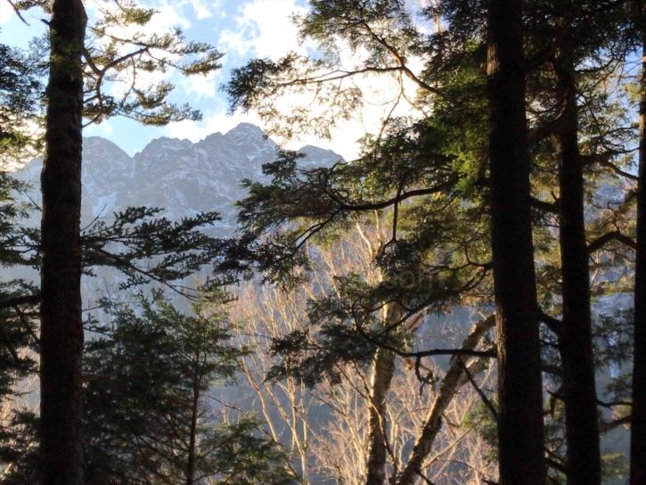 徳澤から蝶ケ岳の登山口に登って5分くらいの場所からの景色