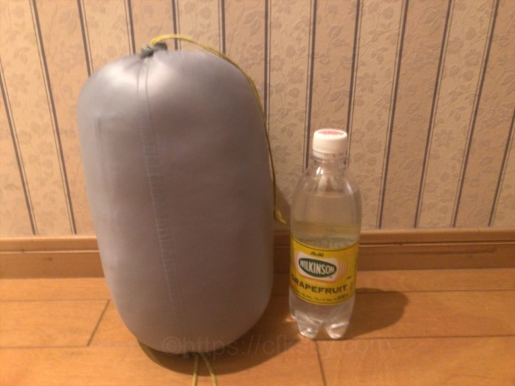 モンベルのダウンハガー800 Women's#2の大きさを500ミリリットルのペットボトルと比べてみた