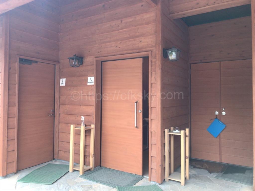 さわらびの湯第三駐車場近くにある公衆トイレ