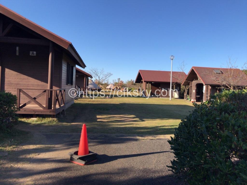 日川浜オートキャンプのフリーサイトとグランピングサイト