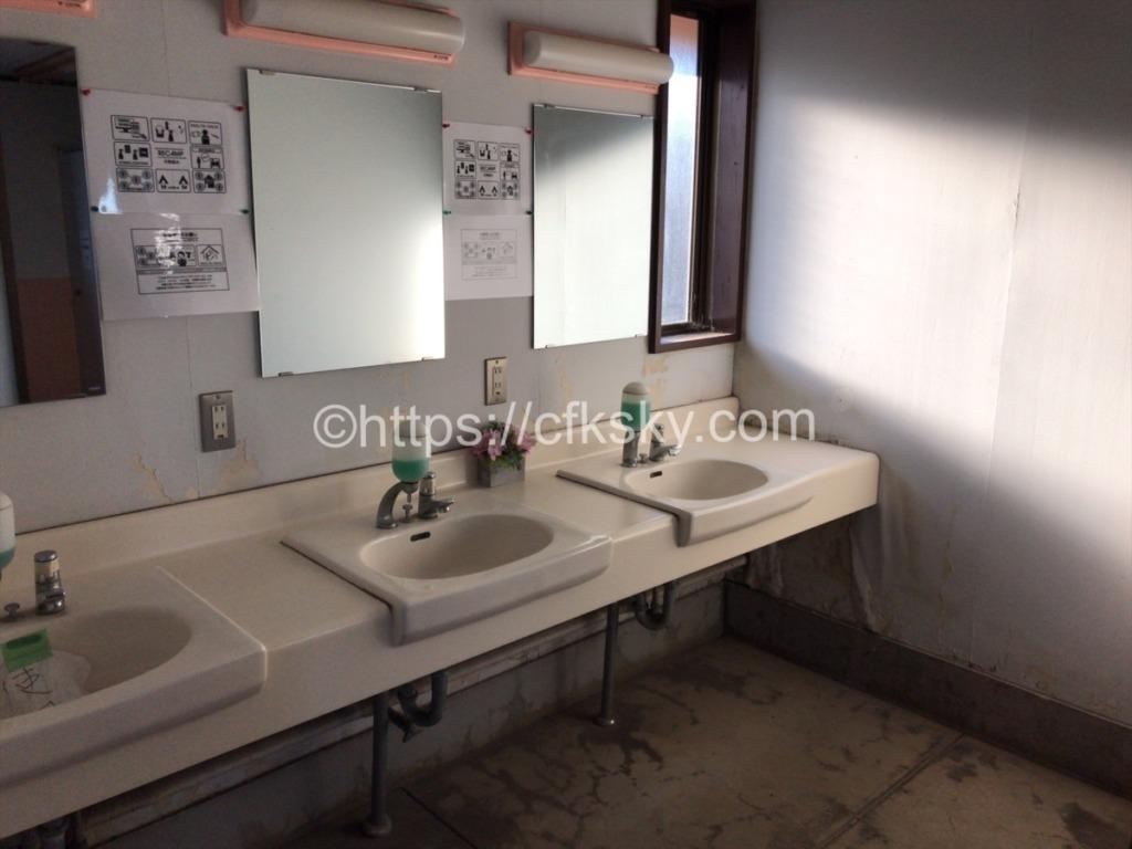 日川浜オートキャンプ場シャワー室