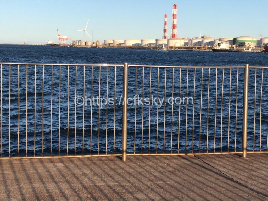日川浜オートキャンプ場から港公園へ釣りに行く