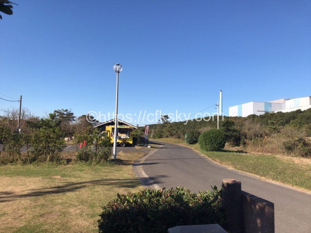 日川浜オートキャンプ場サイトと通路