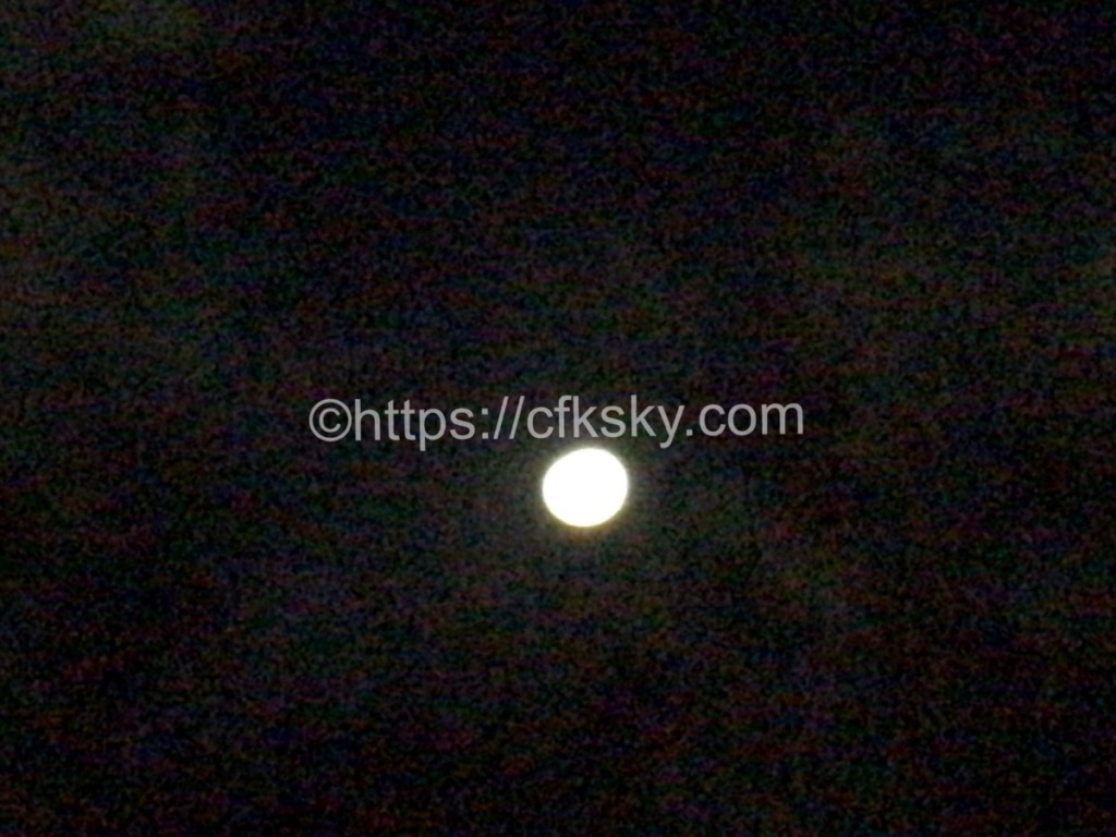 日川浜オートキャンプ場でみた月